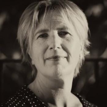 Ms.Joanna Macrae